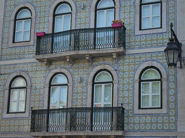 lisbonne-portugal-facade-bleu-mosaique