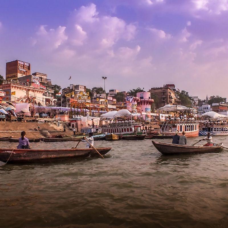 A Varanasi les ghats de Bénarès sur Gange en croisière Inde par Via Dream