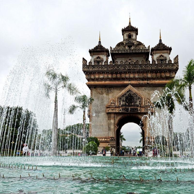 A Vientiane le Patuxai en croisière Laos avec Via Dream
